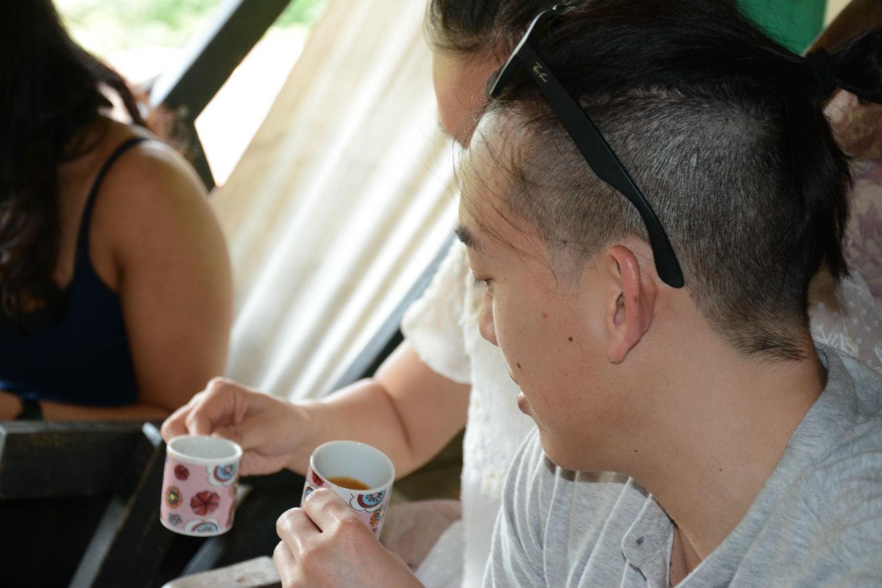 Degustación de café en el tour de café de Colombia en el SXIX
